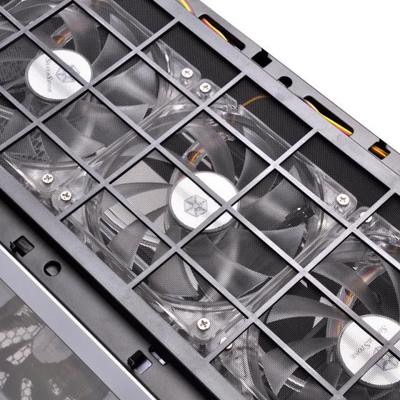 Three 120mm LED fan (PRO version only)