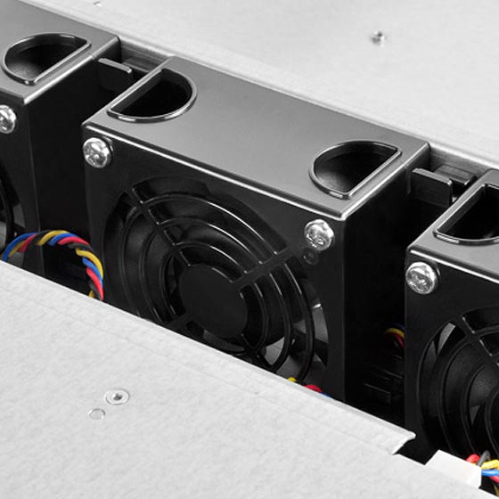 Includes hot-swappable 80 x 38mm PWM fans