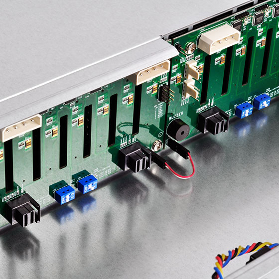 Backplane support for 24 ports SAS/SATA drives and 12Gb/s MINI-SAS HD SFF8643 x 6 with SGPIO