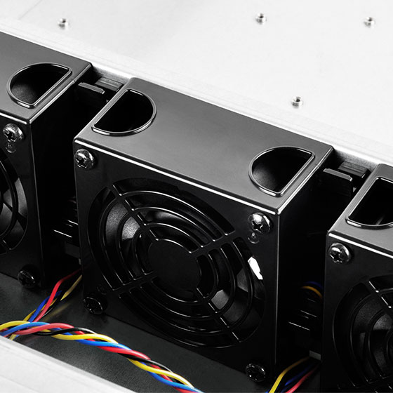 Includes three hot-swappable 80 x 38mm PWM fans