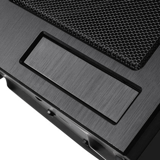 Dual purpose 3.5 inch drive bay for external device or internal hard drive.